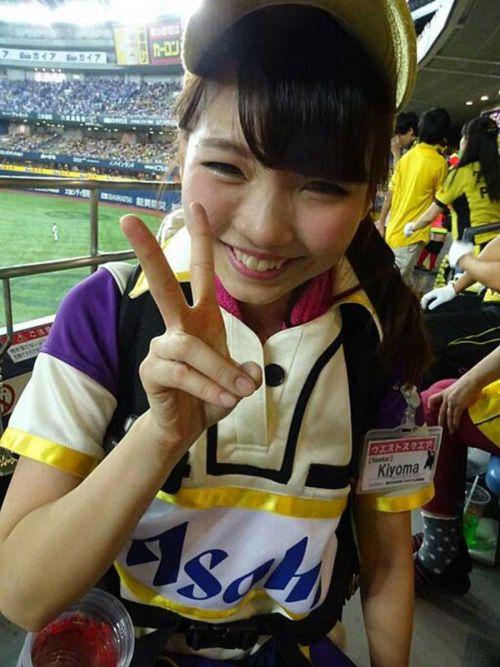 満面の笑顔でビールを売ってる野球場の女の子カワイイよなwww 37枚 No.3