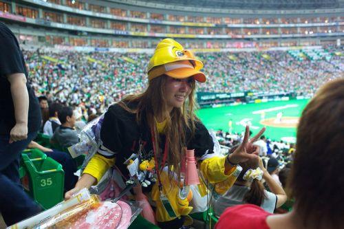 満面の笑顔でビールを売ってる野球場の女の子カワイイよなwww 37枚 No.9