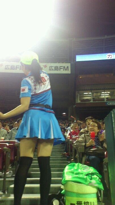 満面の笑顔でビールを売ってる野球場の女の子カワイイよなwww 37枚 No.16
