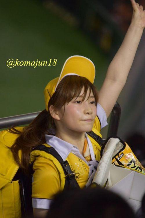 満面の笑顔でビールを売ってる野球場の女の子カワイイよなwww 37枚 No.18