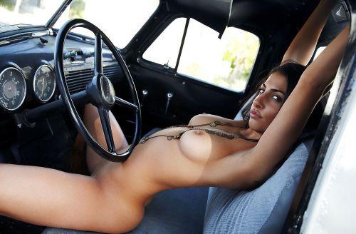 外国人美女たちが自動車内でおっぱいを見せつけるエロ画像 31枚 No.15