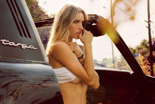 外国人美女たちが自動車内でおっぱいを見せつけるエロ画像 31枚 No.17