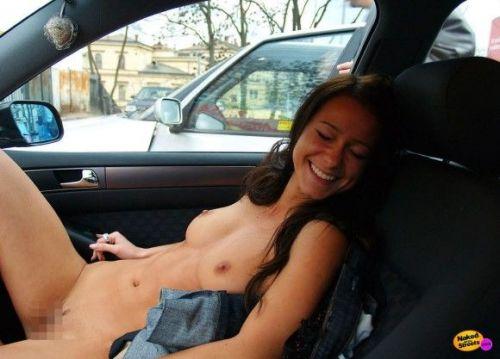 外国人美女たちが自動車内でおっぱいを見せつけるエロ画像 31枚 No.20