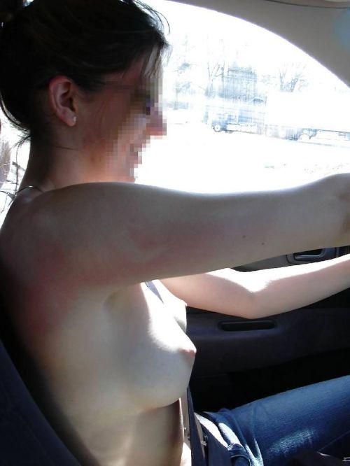 外国人美女たちが自動車内でおっぱいを見せつけるエロ画像 31枚 No.23