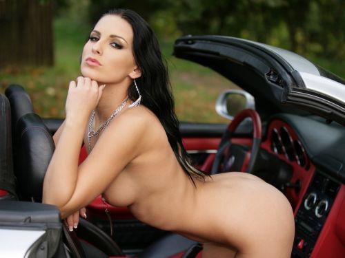 外国人美女たちが自動車内でおっぱいを見せつけるエロ画像 31枚 No.29