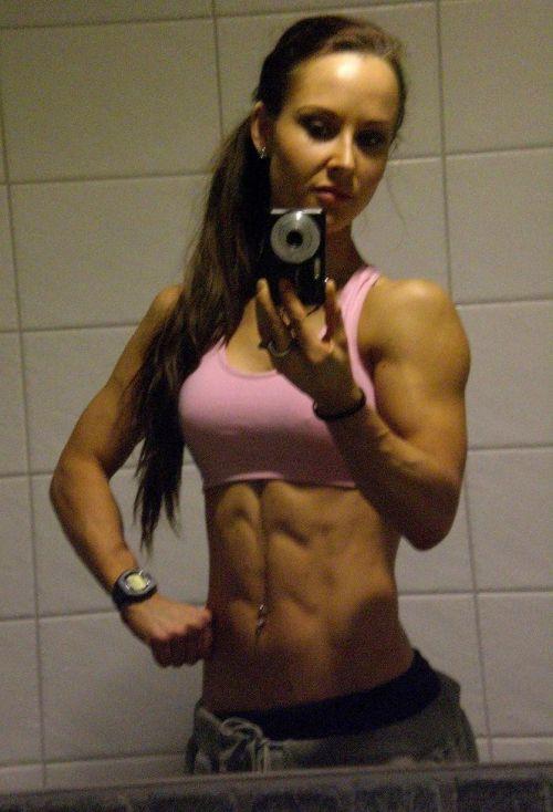 【画像】筋肉モリモリのガチマッチョ外国人女性の腹筋エロ過ぎ 33枚 No.2