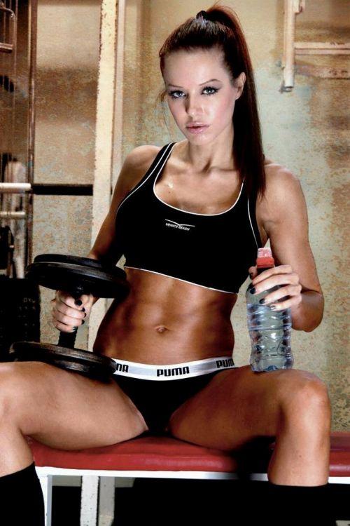 【画像】筋肉モリモリのガチマッチョ外国人女性の腹筋エロ過ぎ 33枚 No.12