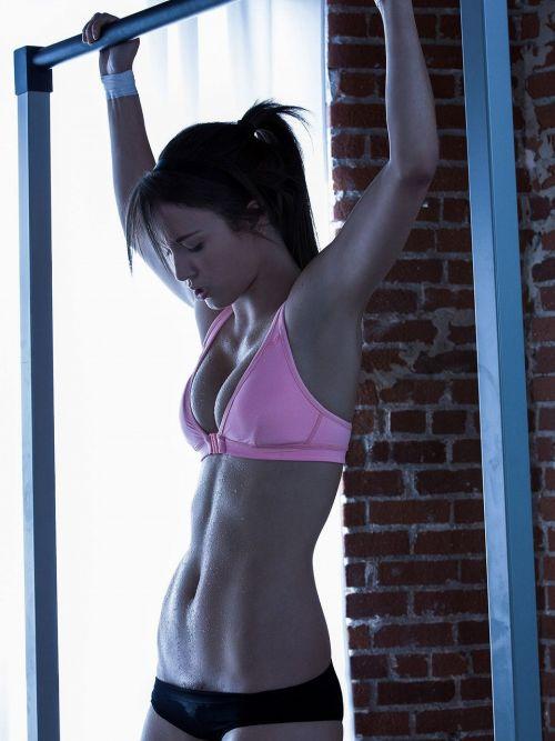【画像】筋肉モリモリのガチマッチョ外国人女性の腹筋エロ過ぎ 33枚 No.29