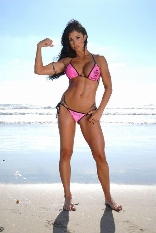 【画像】筋肉モリモリのガチマッチョ外国人女性の腹筋エロ過ぎ 33枚 No.31
