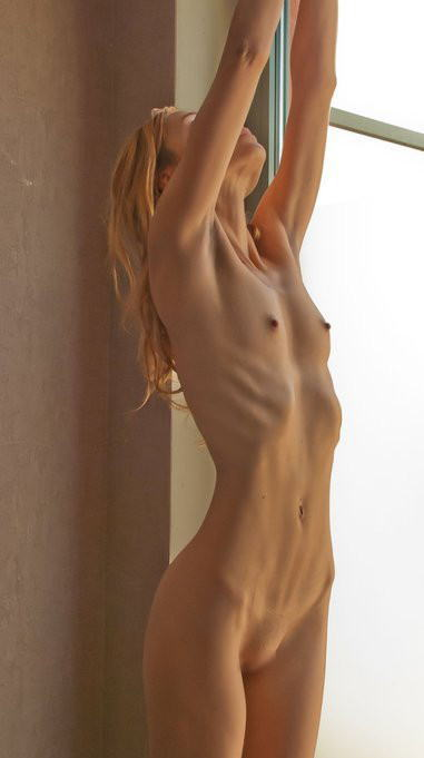 ガリガリな女の子のアバラが浮き出たカラダスゴ過ぎwww 35枚 No.32