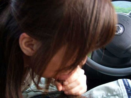 ドライブデートで彼女がイタズラ!車内手コキ・フェラチオのエロ画像 36枚 No.11