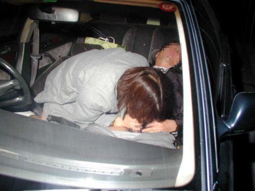 ドライブデートで彼女がイタズラ!車内手コキ・フェラチオのエロ画像 36枚 No.16