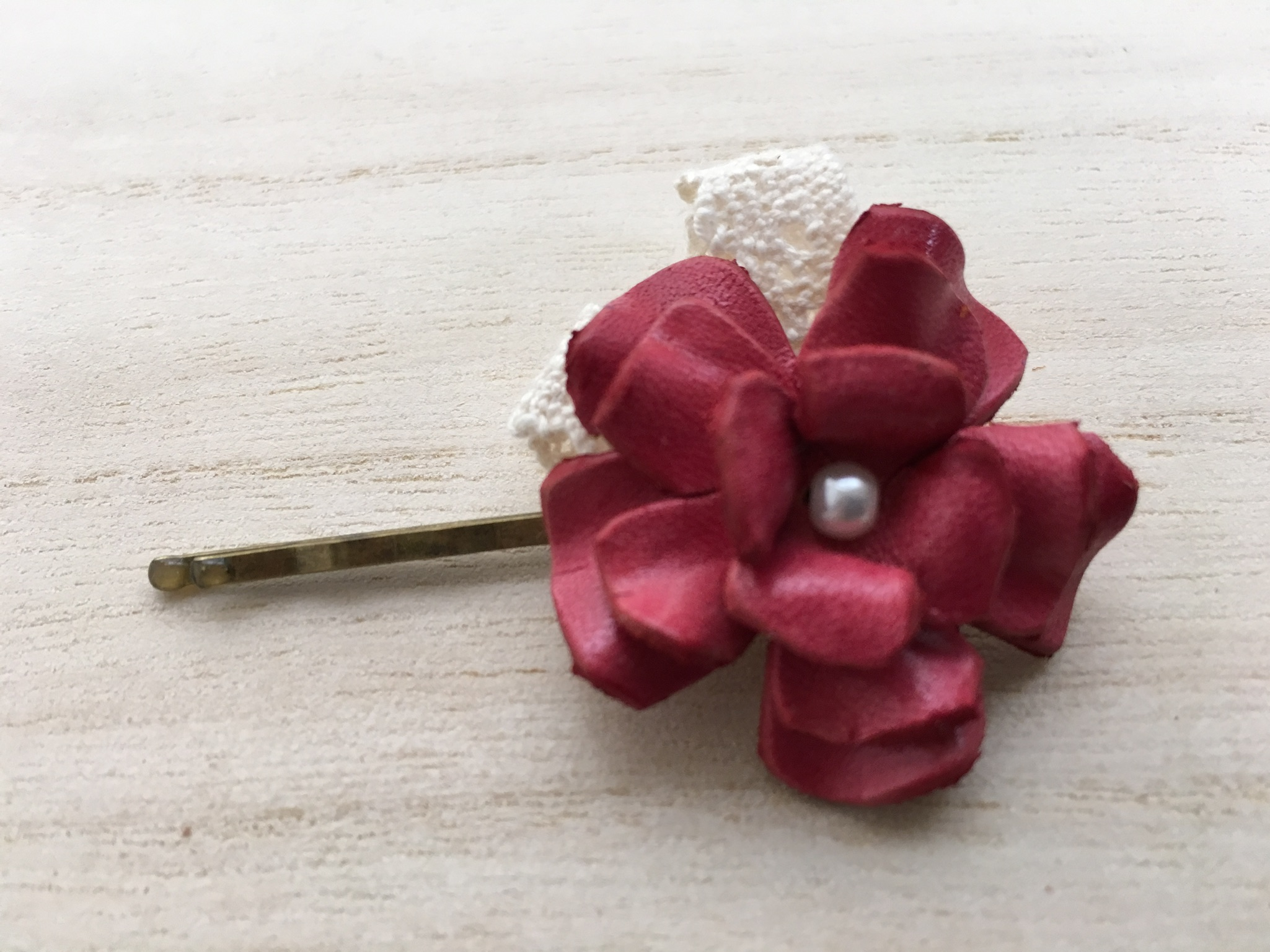 革小物 レザークラフト 花とレースのヘアピン 赤