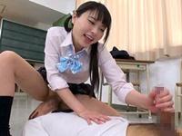 【なつめ愛莉】クラスメイトを誘惑して顔面騎乗手コキでぶっ飛び大量射精させる痴女JK