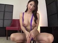 篠田あゆみ 食い込みすぎな超ハイレグコスの巨乳美痴女が卑猥な手コキ責めで男潮を吹かす!