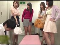 【集団痴女】会社の女子更衣室に忍び込んだ変態男…女子社員達に見つかって叱られると思いきや、みんなに見られながらチンポを弄られ騎乗位挿入!最後は手コキで大量射精!!