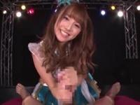 アイドルコスプレの痴女娘がカメラ目線のローション手コキで大量射精させる!三上悠亜