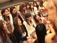 女子大生集団に勃起チンポを見てもらいシゴいて舐めて研究してもらいます!