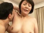 ダイスキ!人妻熟女動画 : 今日も四十路母さんのマ◯コを舐め、巨乳揉んでベロチューしまくってハメる! 円城ひとみ