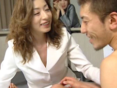 【無修正】ドM男に熟女達がご奉仕 川奈まり子