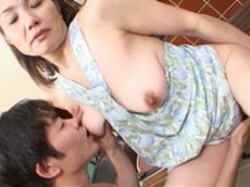 【無修正】禁断の関係 完熟母の裸エプロン 相田紀子