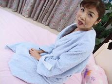 【無修正】普段は看護婦として働く普通のおばさん 杉山奈美子||