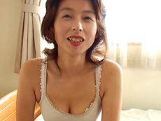 【無修正】初体験で病みつき!淫乱熟女 榎本蓉子