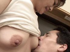 【無修正】ノーブラ奥さんに興奮する八百屋の息子 桜井美代子