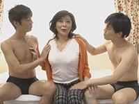 熟女ストレート:五十路のぽっちゃり巨乳熟女さんを初撮り! 寺島千鶴