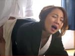 熟女動画だよ : 喪服の未亡人に親戚のオヤジも息子も生挿入