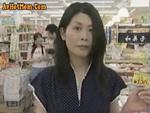 本日の人妻熟女動画 : 【素人】スーパーで浮気相手に遭遇!トイレでハメられちゃう人妻♪