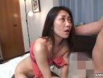 裏蕩劇場 : 【無修正】極太を頬張るスレンダーボディの淫乱熟女!