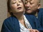 ダイスキ!人妻熟女動画 : 【ヘンリー塚本】慰安旅行先の旅館で輪姦願望のある社長夫人が… 紫彩乃