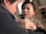 熟女動画だよ : 待ち伏せしていた男に巨根をくらってしまう人妻