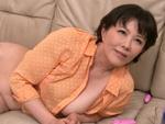 ダイスキ!人妻熟女動画 : 継母のオナニーを覗いてるのがバレて、怒られると思いきや誘惑され… 円城ひとみ