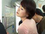 ダイスキ!人妻熟女動画 : 六十路の奥様が痴●に遭い、2回目を求めて電車に乗り込んだ結果…w 内原美智子