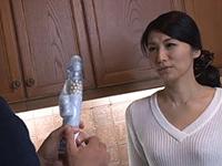 熟女ストレート:美しい四十路熟女の友母に欲情する息子の友人! 古川祥子
