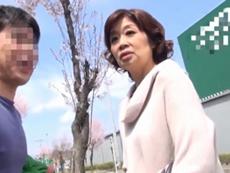 ダイスキ!人妻熟女動画 :五十路のおばさんをナンパしたら、あっけないほど簡単にヤレたったw