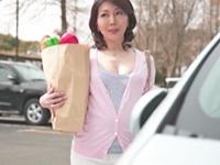 ダイスキ!人妻熟女動画 :初撮りで恥ずかしがる43歳のキレイな熟女妻が若手男優に中出しされる! 小野さち子