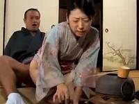 本日の人妻熟女動画:【素人】そのまま続けて!お茶の先生に中出しされちゃう人妻♪