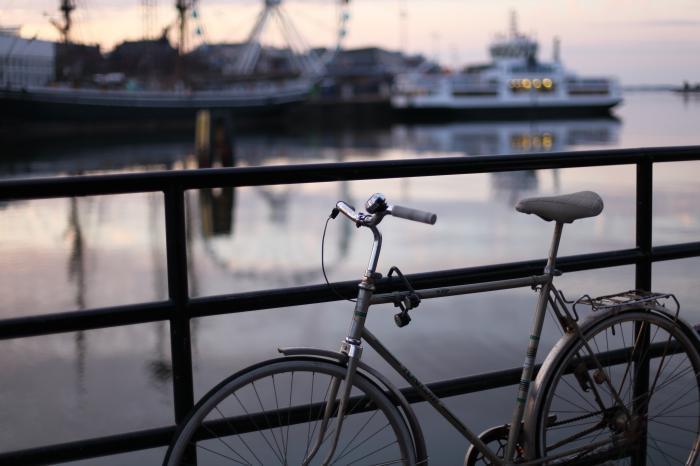 自転車と港