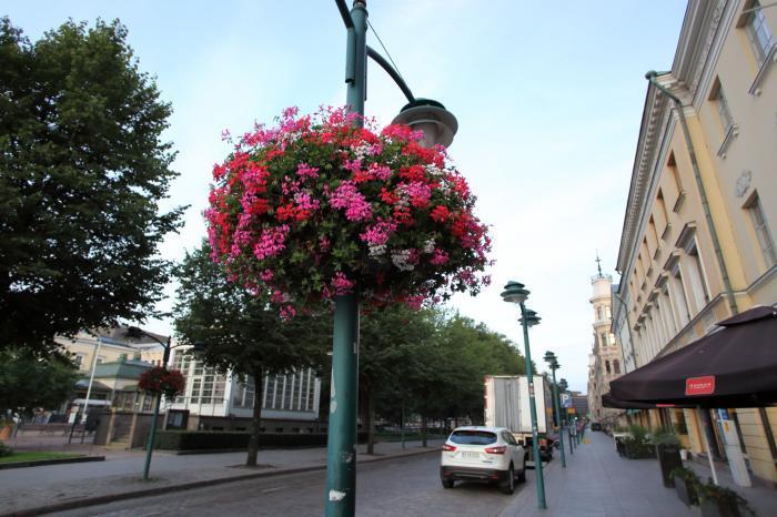 花のある街角