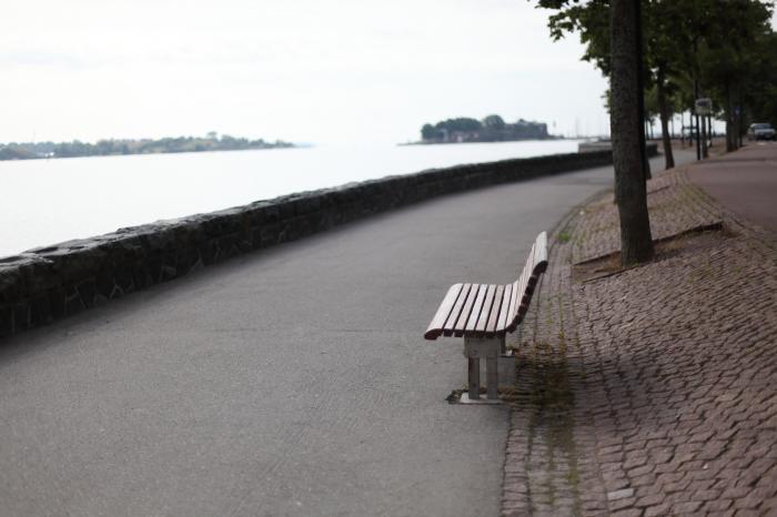 海沿いのベンチ