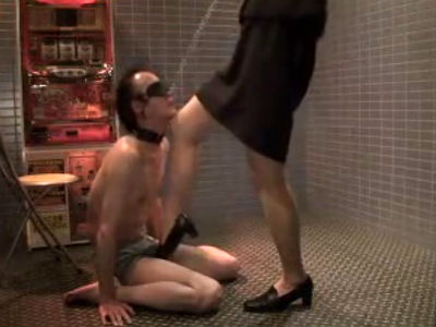 SMラブホテルでOLスーツの女王様に調教してもらうM男のプライベート個人撮影動画