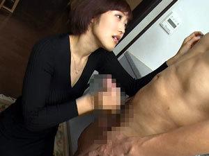 隣人のM男を誘惑して手コキ&フェラで弄び口内射精させる巨乳痴女妻!水野朝陽