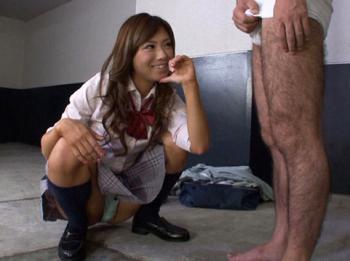 階段の下からスカートを覗いてた用務員のおじさんに美痴女JKが私刑にしちゃう///【瀬名あゆむ】