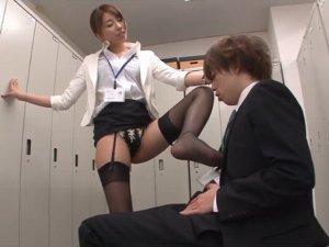 新人君を誘惑して呼び出して痴女っちゃう女上司 美雪ありす