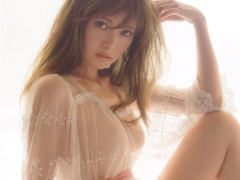 【乃木坂46】白石麻衣の写真集でおっぱいがすごいことにwwwww