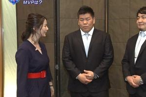 杉浦友紀アナがロケット乳で「爆ニュース」報道してるが襟からお乳が飛び出そうwwww