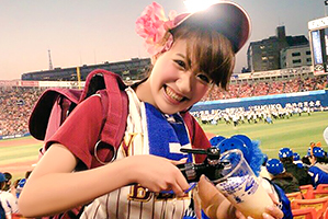 横浜スタジアムのビール売り子が稼げないからAV
